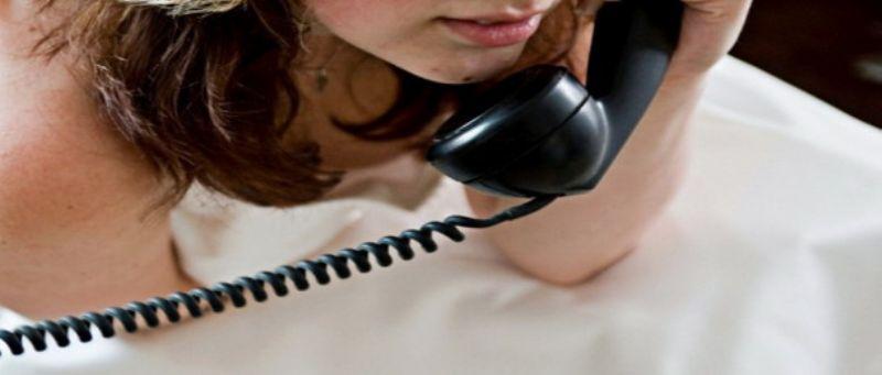 ragazza parlla al telefono erotico basso costo