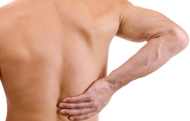 dolore-schiena-sotto-spalla-destra-cause_800x535