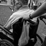 Caregiver: chi è, cosa fa e cosa prevede la legge