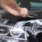 Come rimuovere la resina secca dalla carrozzeria dell'auto